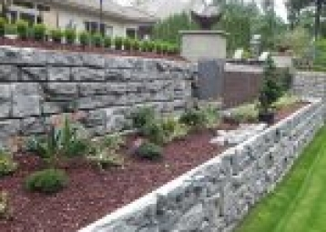 Building a retaining wall: everything you need to consider